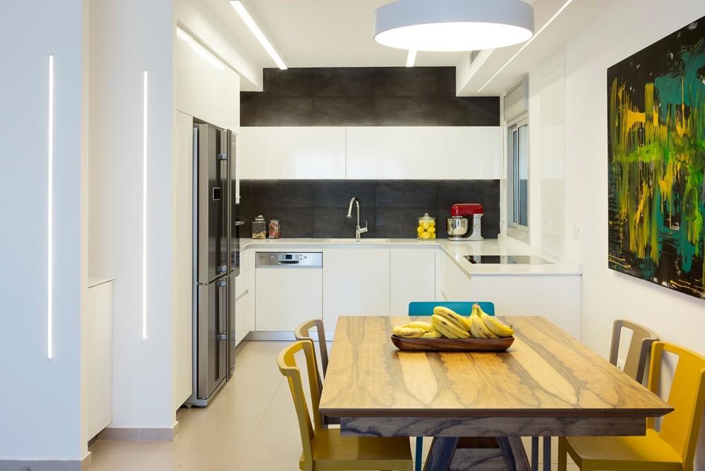 """דירת 110 מ""""ר בחולון  עיצוב נקי ובועט למשפחה צעירה"""